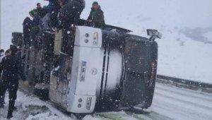 Bursasporlu taraftarların otobüsü devrildi