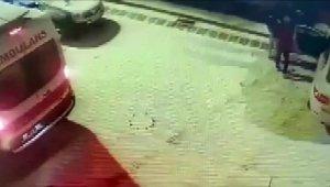 Buzda kayan otomobilin kaza anı kameralara yansıdı