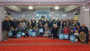 Camide beş vakit namaza katılan öğrencilere ödül