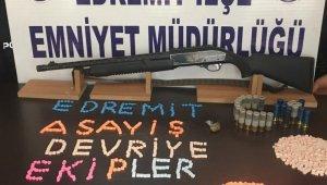 Edremit'te araçtan pompalı tüfek ve uyuşturucu çıktı
