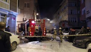 Fatih'te 9 araç kundaklandı