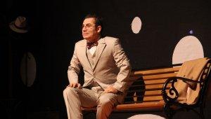 Ferhat Göçer müzikal tiyatro ile sevenlerinden tam not aldı