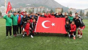 Futbolculardan Mehmetçiğe asker selamlı ve Türk bayraklı destek