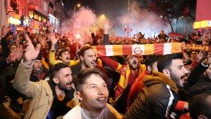 Galatasaray'ın galibiyeti Uşak'ta da coşkuyla kutlandı
