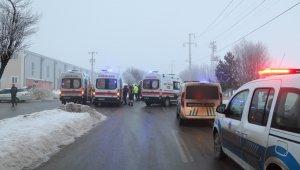 İki işçi servisi çarpıştı: 10 yaralı