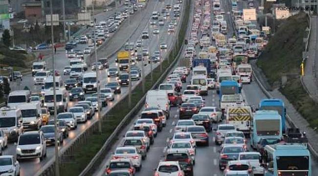 İstanbul'da Trafiği Felç Eden Yangın!
