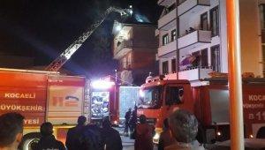 Kocaeli'de şiddetli rüzgar ağaçları devirdi çatıları uçurdu