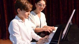 Konservatuar öğrencilerinden piyano dinletisi