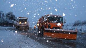 Kula'da kar yağışı etkili oluyor