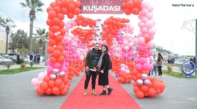 Kuşadası'nda 14 Şubat Sevgililer Günü coşkuyla kutlandı.