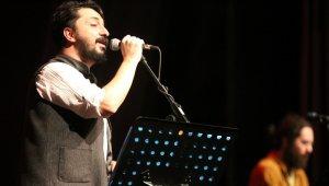 Maltepe'de Ezgi'nin Günlüğü'nden Sevgililer Günü konseri