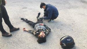 Motosiklet ile takla atan sürücü yaralandı