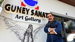 Ödüllü ressam Çeşme'de sanat galerisi açtı