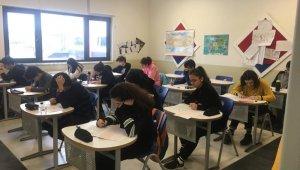 Öğrenciler bursluluk sınavında ter döktüler