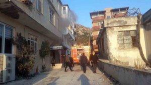 Pansiyonda çıkan yangında bir kişi dumandan etkilendi