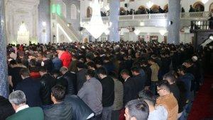 Peygamberler şehri Şanlıurfa'da Regaip Kandili coşkusu