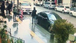 Polis, bıçaklı kavgayı havaya ateş ederek ayırdı