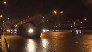 Rusya kıtalararası Yars Balistik Füzesi'ni otoyolda yürüttü
