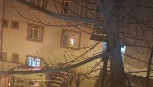 Sultangazi'de korku dolu anlar: Mahallenin trafosu alev alev yandı