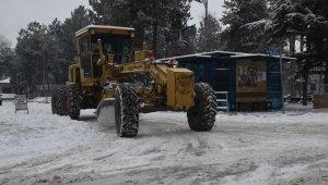 Taşköprü karla mücadele devam ediyor