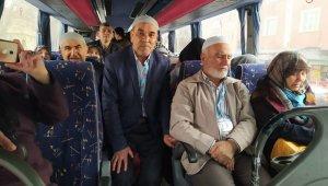 Umre yolcuları dua ve gözyaşlarıyla uğurlandı