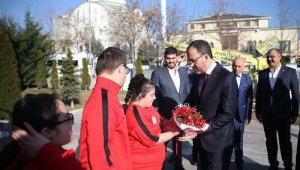 Bakan Kasapoğlu, özel sporcular ile bir araya geldi