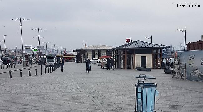 İstanbul Meydanları Sessizliğe Büründü