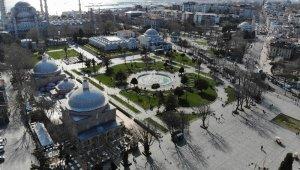 Korona virüs nedeniyle boş kalan Sultanahmet Meydanı havadan görüntülendi