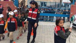 Mersin'de öğrenci servisleri velilerle birlikte denetlendi