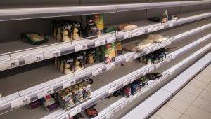 Ruslar marketlerde gıda ürünü bırakmadı