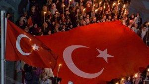 Uşak'ta yurt ışıkları Mehmetçik için yandı