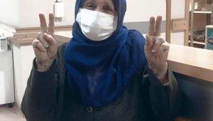 79 yaşındaki kadın korona virüsü yendi