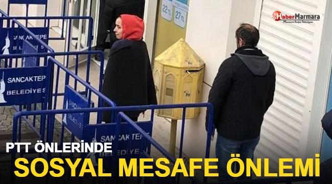 PTT Önlerinde Sosyal Mesafe Önlemi Alındı