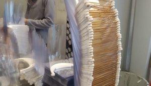 Sakaryalı iş adamından hastanelere bin adet siperli maske