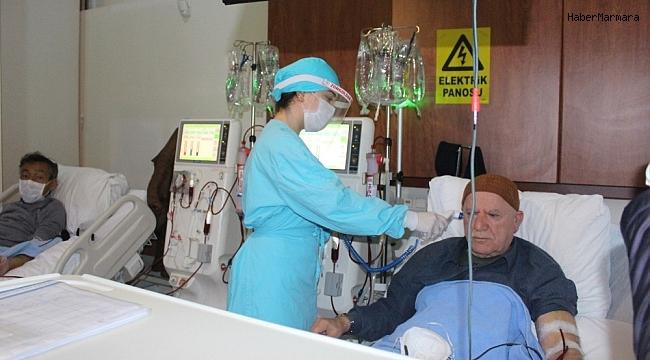 Siper maskeler sağlık çalışanlarına teslim edildi