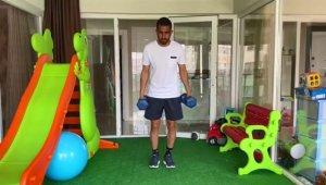Sivassporlu futbolcular evinde idman yapıyor