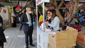 Tarsus'ta vatandaşlara maske, dezenfektan ve akıllı bileklik hizmeti