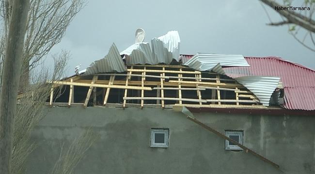 Ardahan'da fırtına: Çatılar uçtu, ağaçlar devrildi, elektrik telleri koptu