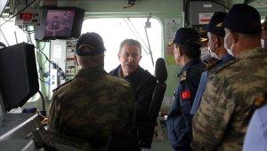 Bakan Akar ve komutanlar İskenderun Deniz Üs Komutanlığı'nda bahriyelilerle bayramlaştı