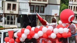 Belediye Başkanı kamyonet kasasında 19 Mayıs'ı kutladı