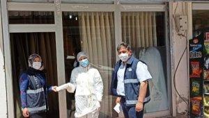 Belediye zabıta ekipleri ücretsiz maske dağıttı