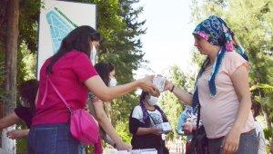 Büyükşehir Belediyesi'nden vatandaşlara kupa bardaklı bayram şekeri