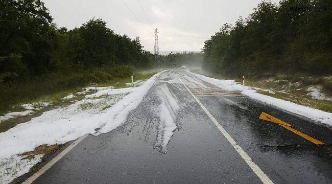 Çatalca'da dolu yağışı sürücülere zor anlar yaşattı