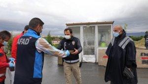 """Elazığ'da Vefa ekiplerine """"tepsi tepsi baklava"""" ile vefa"""