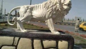 Irak'ta 65 bin dolara mal olan aslan heykeli tepkiye yol açtı