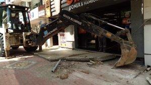 İşyeri önüne masa koymak için kaldırıma beton döktüren esnafa ceza