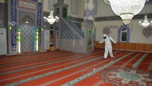 İzmit'te ibadete açılacak camiler dezenfekte ediliyor