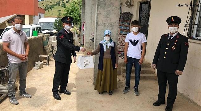 Jandarma ekipleri şehit ve gazi ailelerini ziyaret etti
