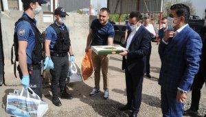 Kaymakam Sinanoğlu'ndan polislere baklava ikramı