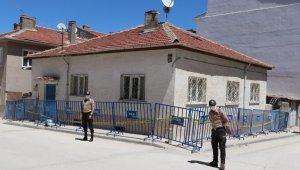 Korona testi pozitif çıkan yabancı uyruklu şahsın yaşadığı ev karantinaya alındı
